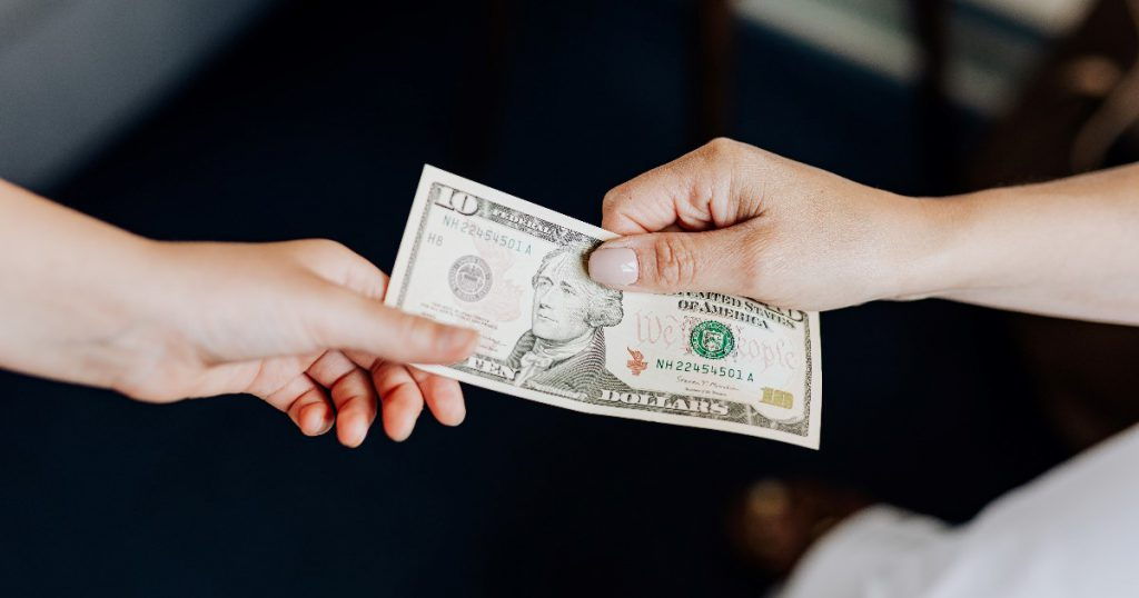 【ドコモユーザー必見!】クレジットカードを作って現金報酬23,500円もらおう!